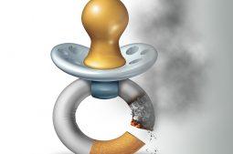 chupeta em forma de cigarro queimando representa danos à saúde do bebê e fertilidade